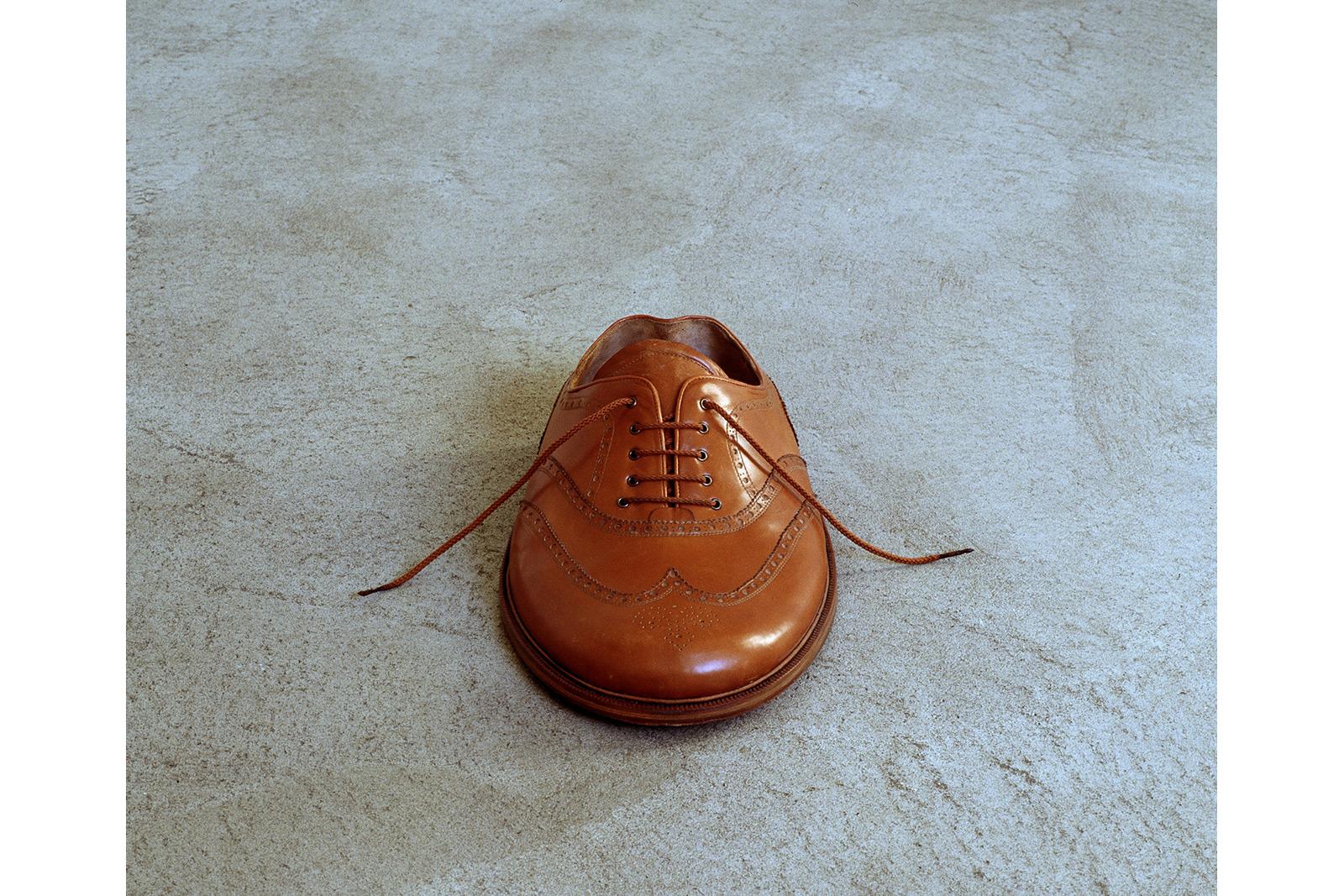 Sculpture of men's shoes