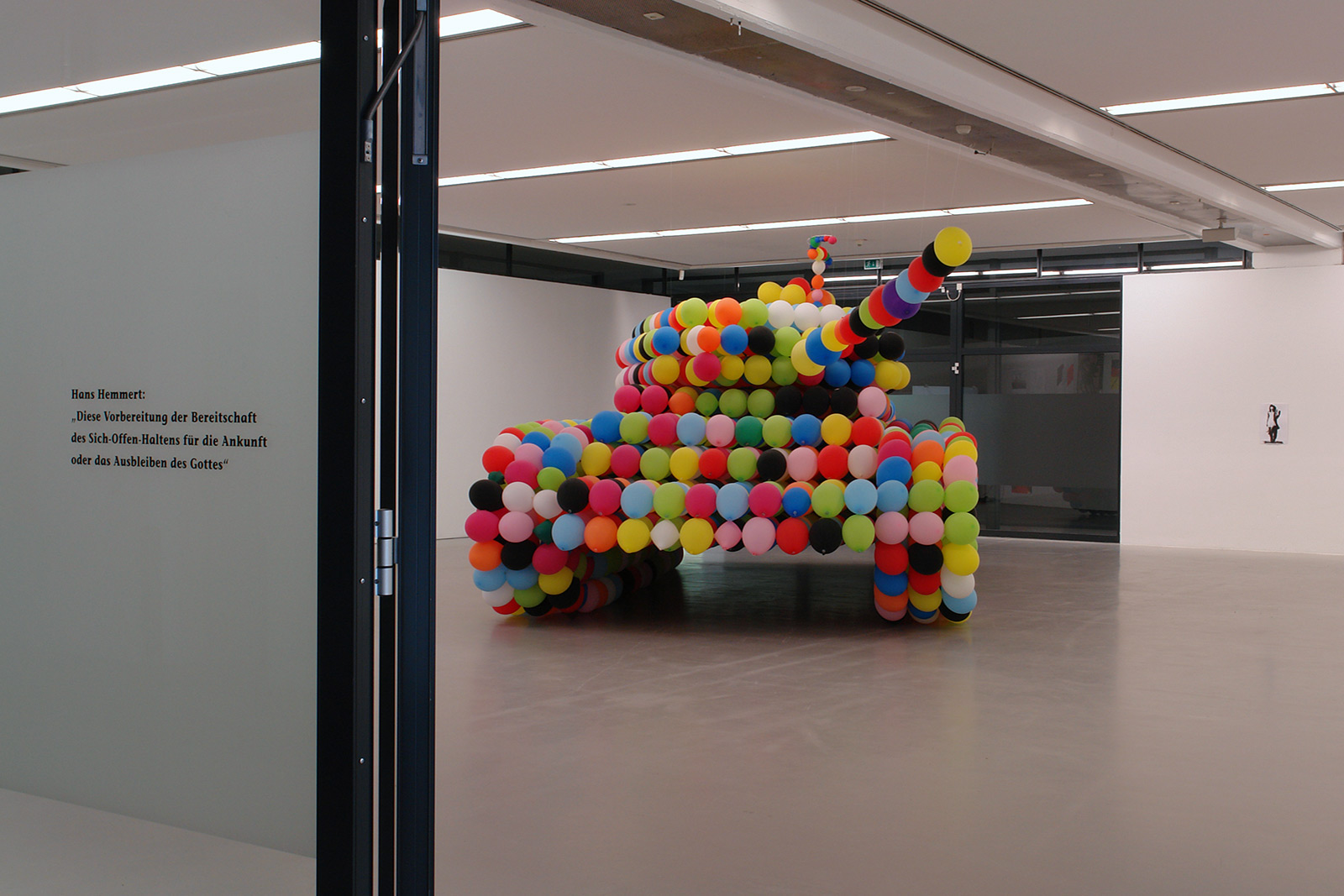 life size german tank by 3600 latex balloons, 2007, Staedtische Galerie Nordhorn