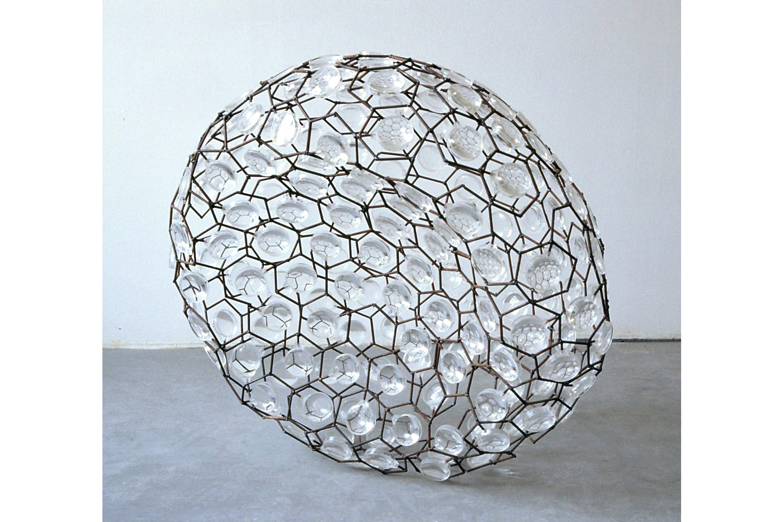 steelsculpture, magnifying glas