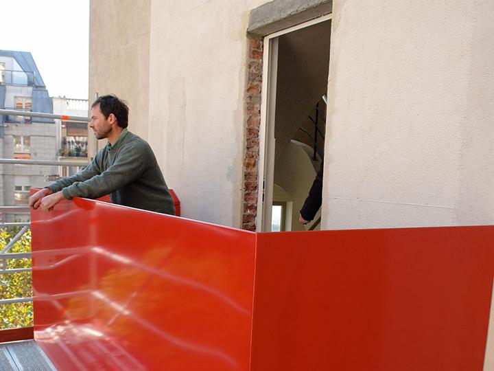 balkon-monument-sozialist-barrikaden-paris