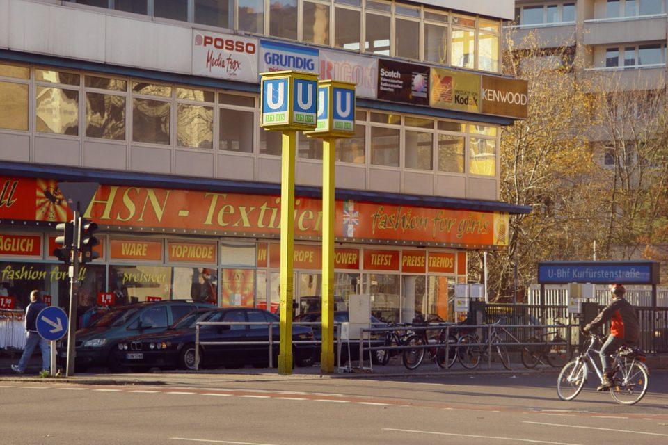 urban-art-installation-street-art-berlin-potsdamerstrasse