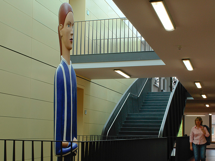 monumental schulpture-girl-school-staircase