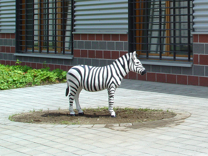 zebra-sculpture-prison-germany